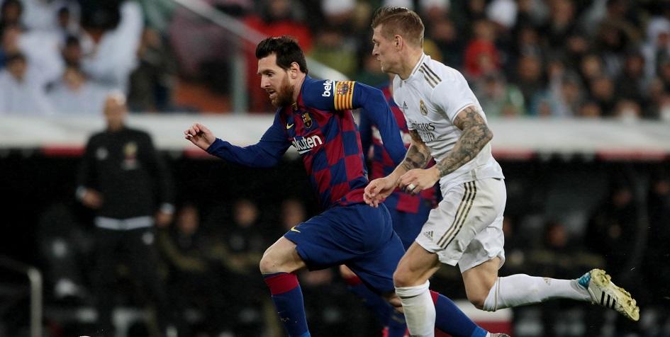 Нападающий «Барселоны» Лионель Месси (слева) против полузащитника «Реала» Тони Крооса