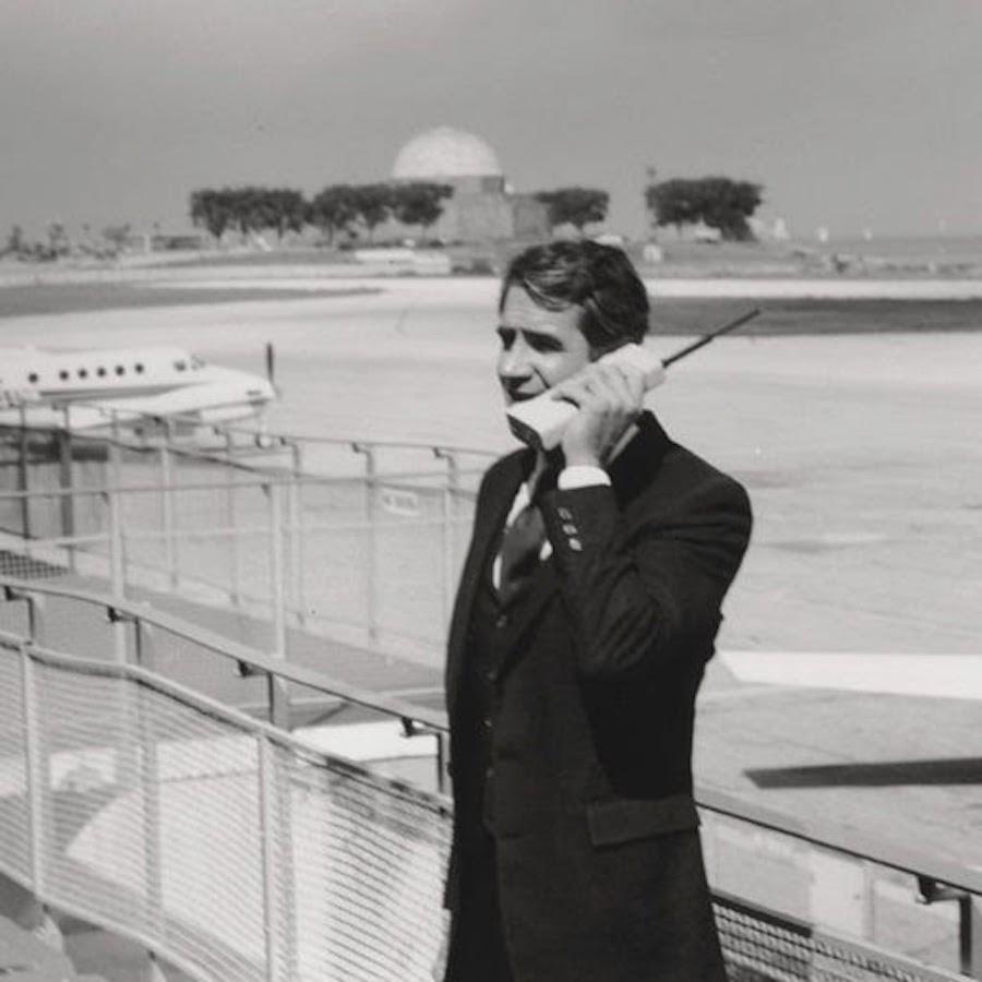 Мартин Купер звонит по первому мобильному