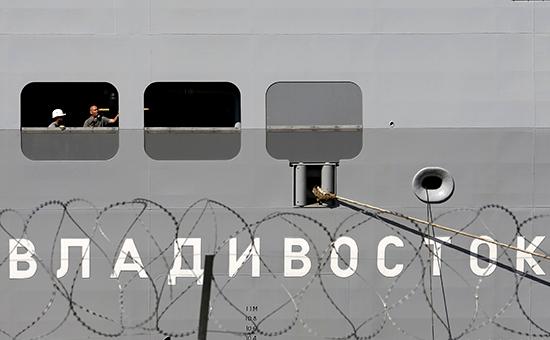 Вертолетоносец «Владивосток» во французском порту Сен-Назер