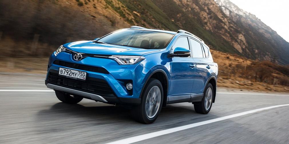 Toyota RAV4 (30 603)  Японский кроссовер – самая дорогая модель в первой десятке бестселлеров рынка. В базовой версии RAV4 прямо сейчас можно купить минимум за 1,5 млн рублей. Самые мощные и оснащенные версии стоят дороже 2,1 млн рублей. RAV4 – это далеко не самое выгодное предложение в сегменте, но безупречная репутация Toyota и хорошее оснащение самого кроссовера работают исправно.