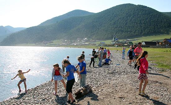 Отдыхающие на озере Байкал. Архивное фото
