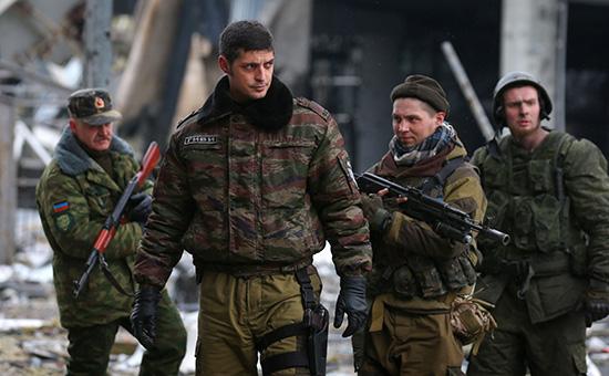 Михаил Толстых спозывным Гиви(второй слева)