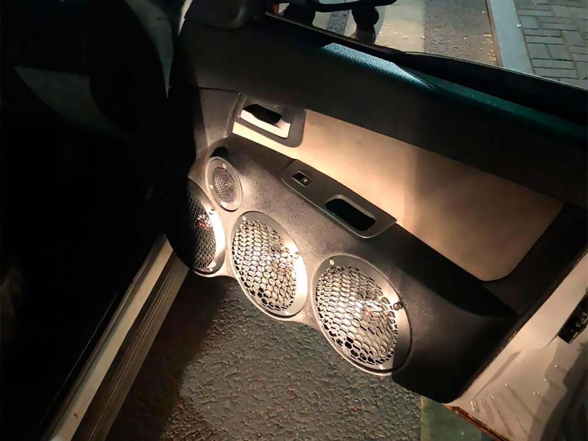 Чтобы выявить нарушения, сотрудники ГИБДД используют средства технической диагностики, в том числе измерители светопропускания и уровня шума