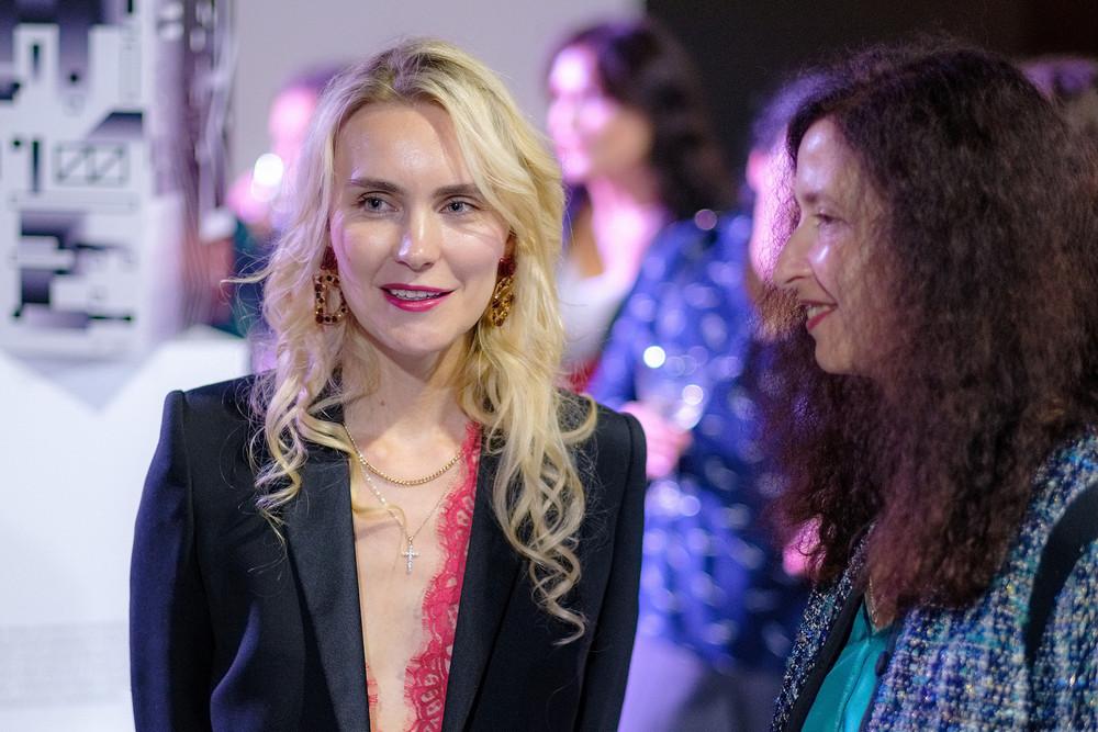 Фото:Мария Грудина («Первая линия», номинант) и Елена Кром (РБК Петербург)