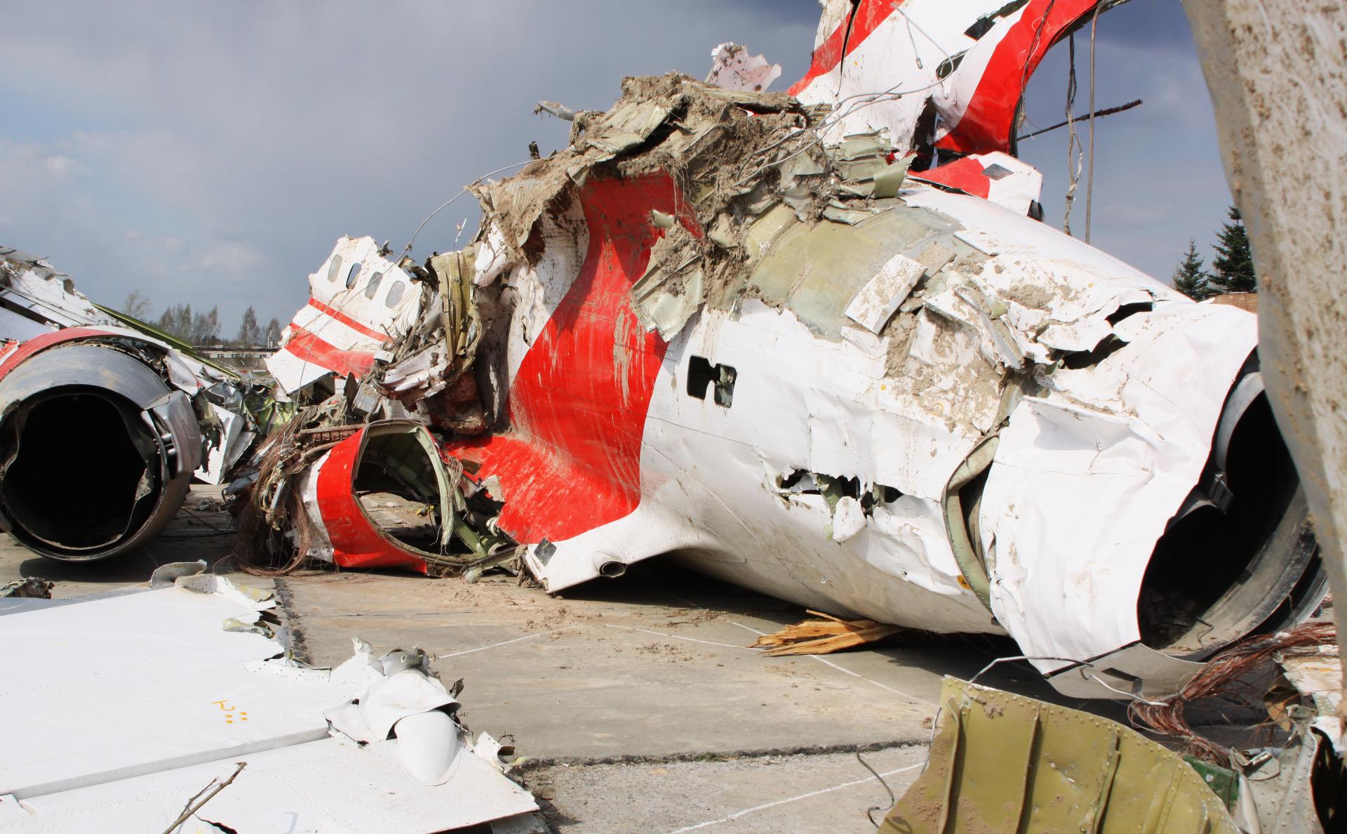 Обломки польского правительственного самолета Ту-154