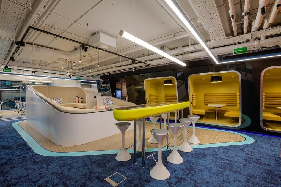 Пространство офиса организовано по принципу activity based design