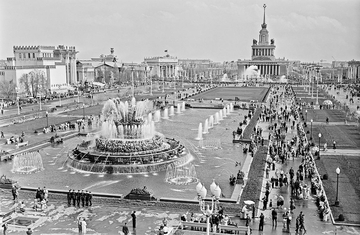 Площадь Колхозов на Выставке достижений народного хозяйства СССР. 1958 год