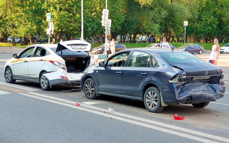 <p>Несоблюдение безопасной дистанции часто приводит к попутным столкновениям.</p>
