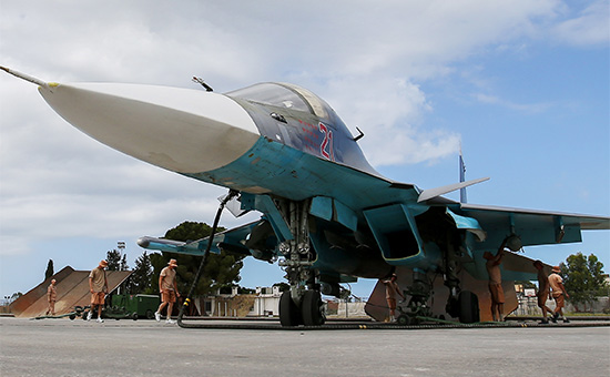 Бомбардировщик Су-34 ВКС России наавиабазе Хмеймим вСирии