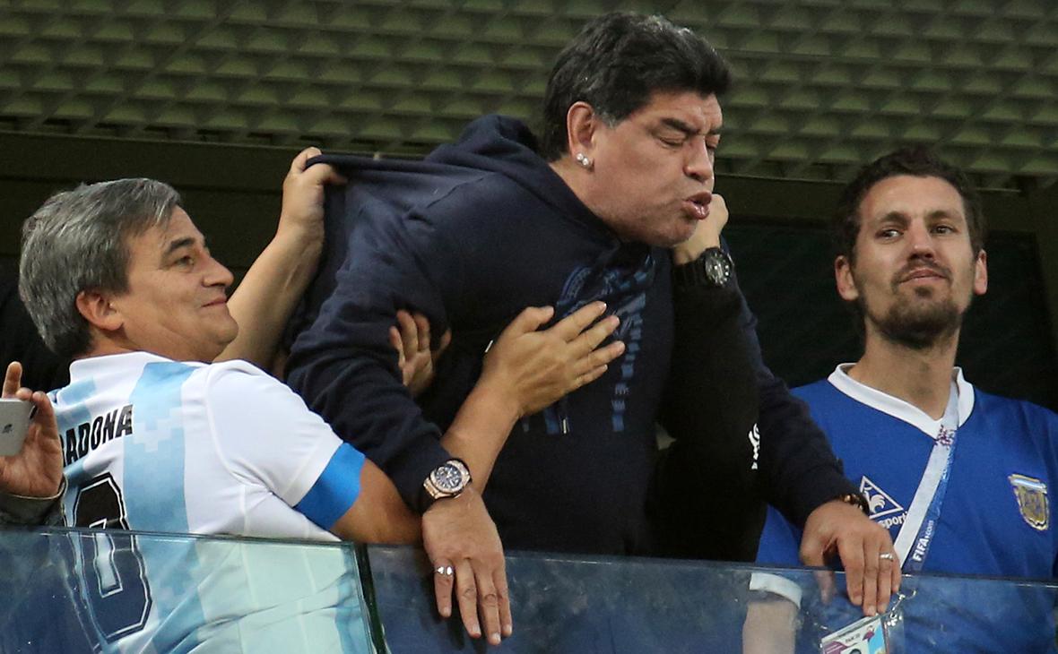 Умер Диего Марадона. У него остановилось сердце в возрасте 60 лет