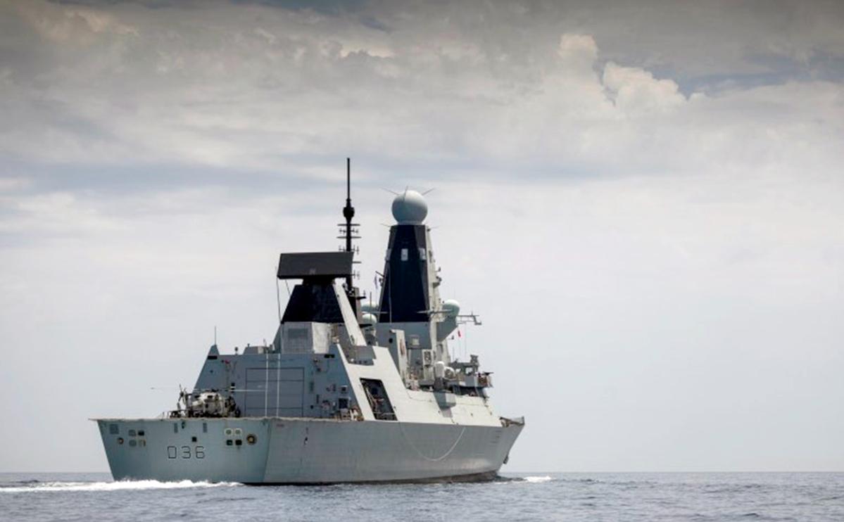 Военный эсминец Великобритании HMS Defender