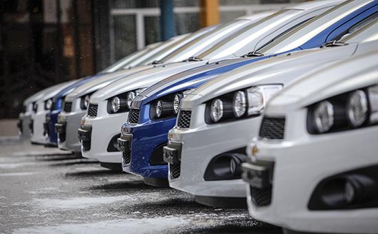 Новые автомобили Chevrolet на территории завода группы ГАЗ