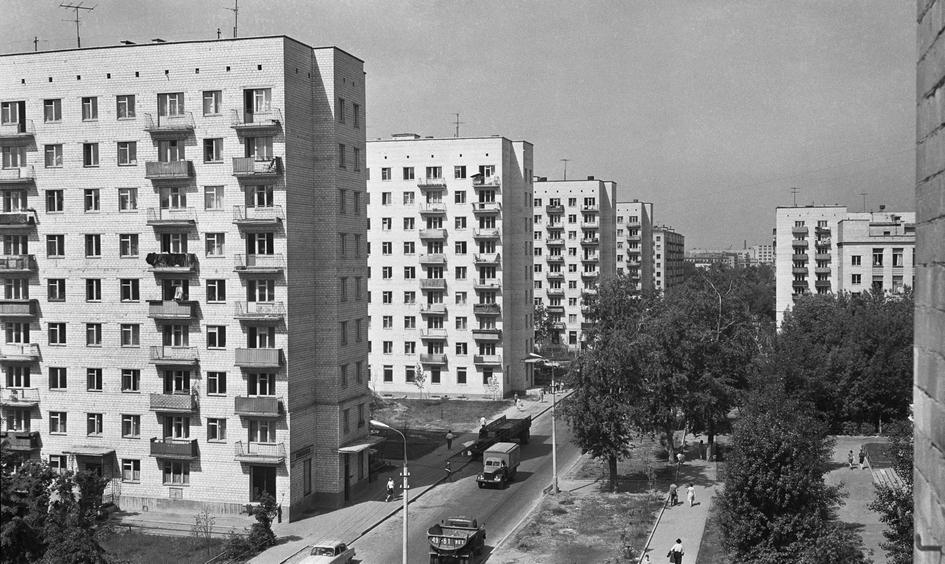 Новые жилые дома на улице Усиевича Ленинградского района. 1966 год