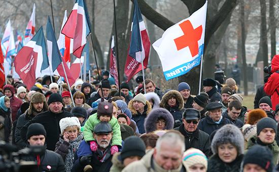 Участники протестной акции, выступающие против реформы здравоохранения
