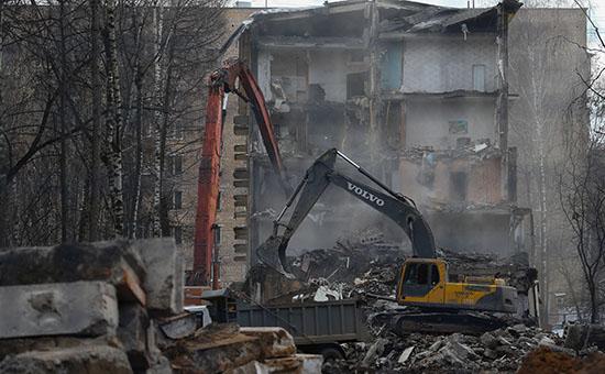 Снос пятиэтажного здания в Москве