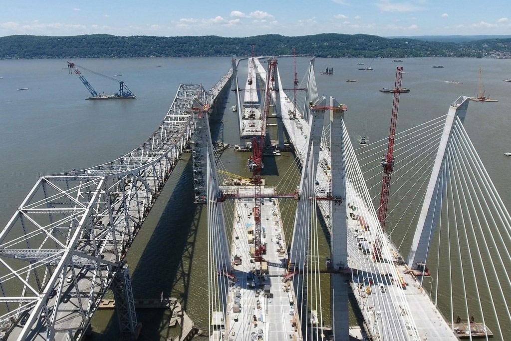 Строительство восточной части моста планируется закончить по расписанию — в 2018 году. Согласно расчетам, проект в итоге будет стоить на $1 млрд меньше запланированного