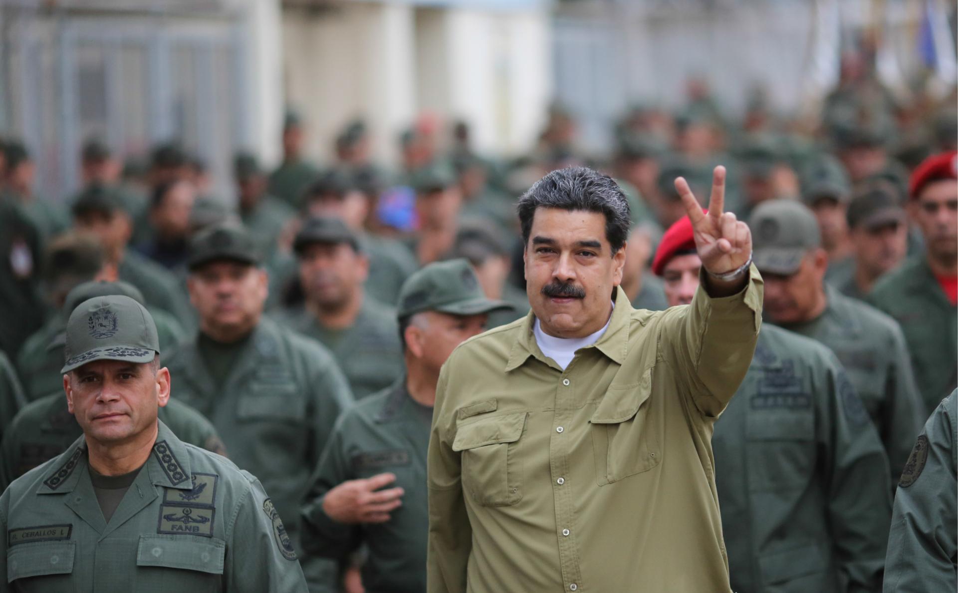 Николас Мадуро на встрече с солдатами на военной базе в Каракасе