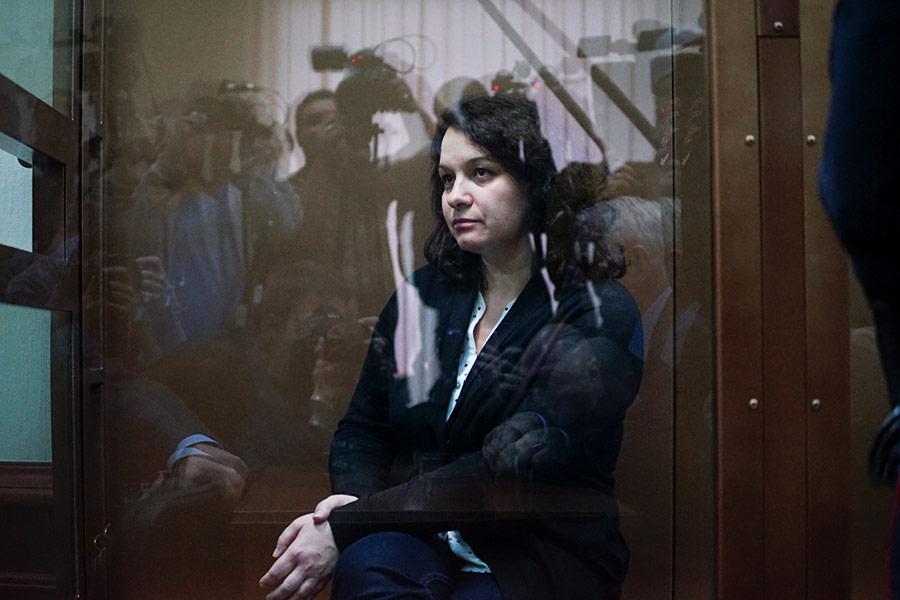 В понедельник, 5 февраля, Мосгорсуд отпустил из-под ареста врача-гематолога Елену Мисюрину. 22 января 2018 года ее признали виновной в смерти пациента и приговорили к двум годам колонии общего режима.