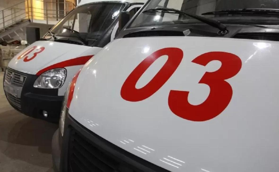 Врач объяснил очередь машин скорой помощи у больницы в Новосибирске