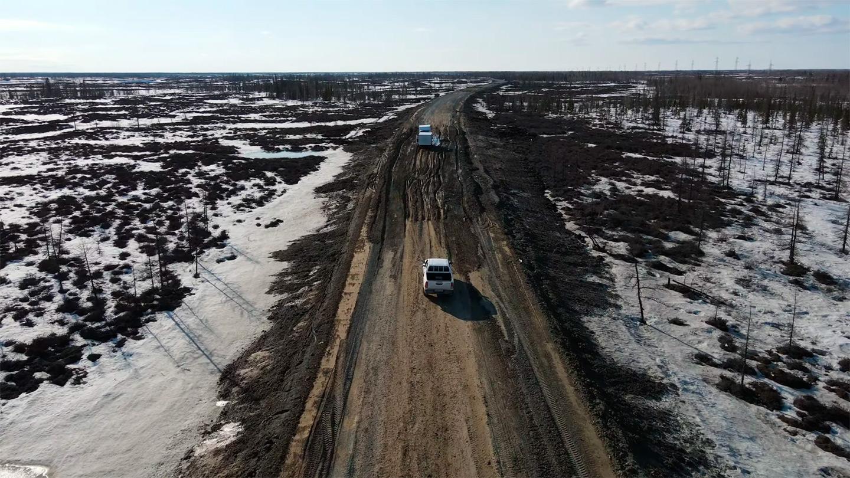 Большая часть дорог на Ямале выглядят примерно так. Хотя за последние годы появились и приличные асфальтированные трассы.