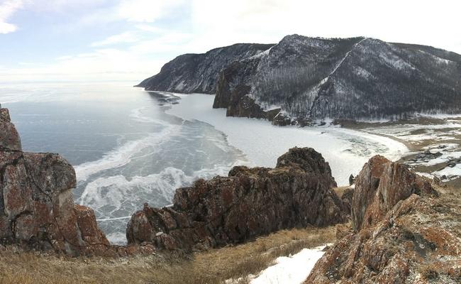 Побережье озера Байкал