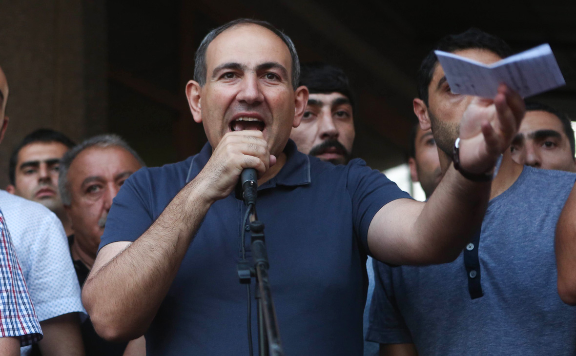 Лидер мирной революции: кто такой Никол Пашинян