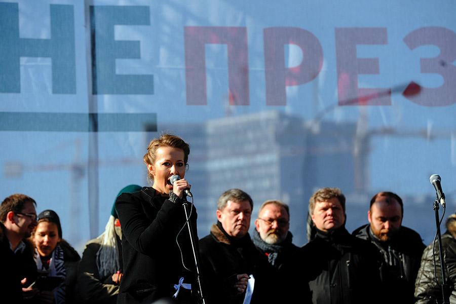 Ксения Собчак во время выступления на митинге «За честные выборы» в Москве