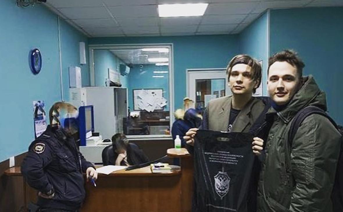 Вячеслав Машнов (второй справа)