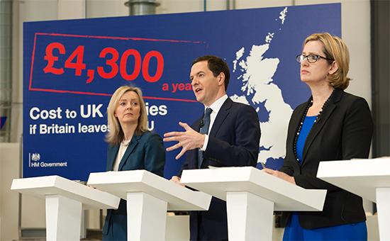 Глава Министерства финансов Великобритании Джордж Осборн (в центре)