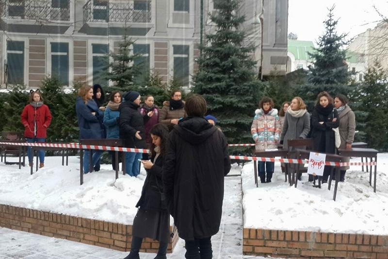 Бастующие студентытеатроведческого факультета ГИТИСа