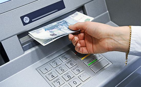 Россияне лишатся возможности бесплатно снимать деньги в чужих банкоматах