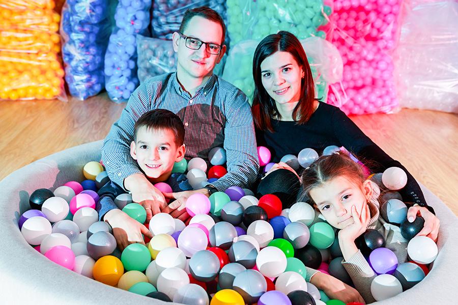 Наталья и Евгений Чепухины с детьми Андреем и Лизой