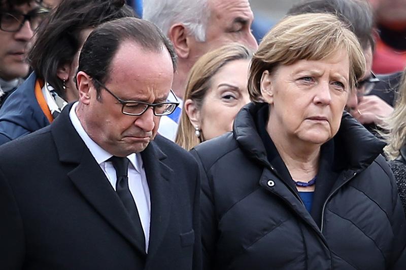Канцлер ФРГ Ангела Меркель и президент Франции Франсуа Олланд прибыли на место аварии А320, разбившегося 24 марта 2015 года во французских Альпах