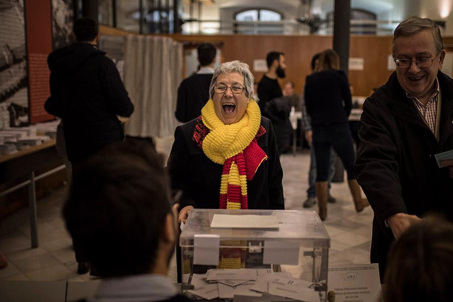 Бывший глава женералитата региона Карлес Пучдемон счел результаты голосования победой Каталонской Республики над монархией