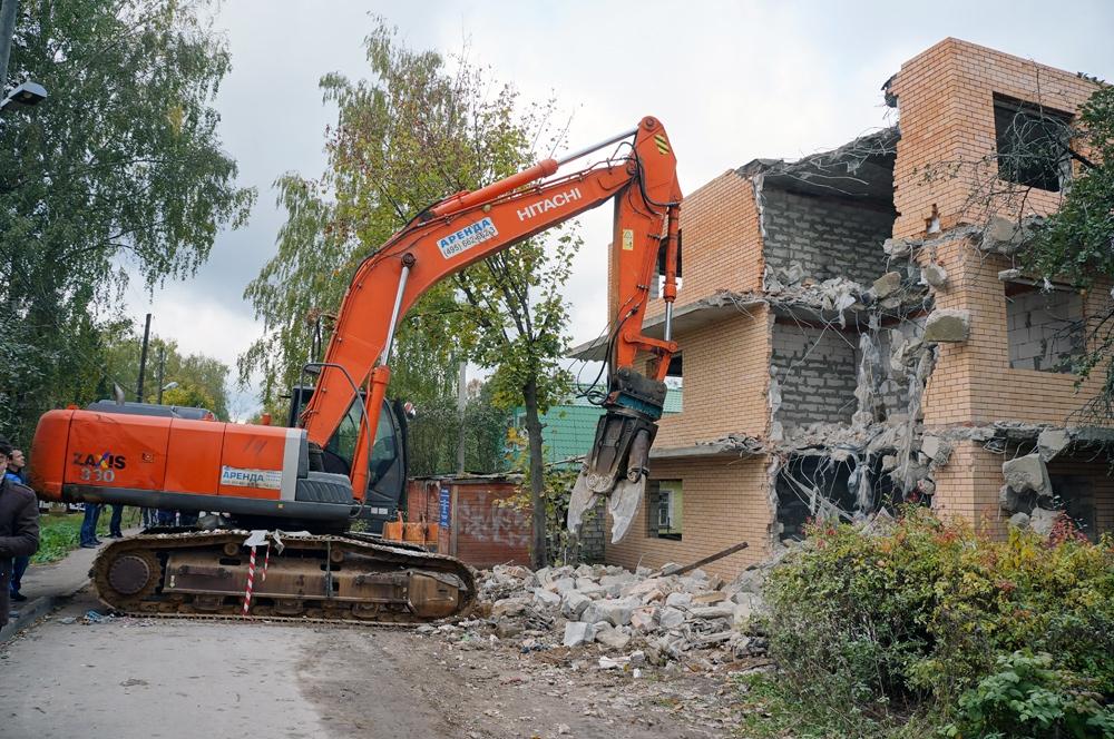 Данный дом сносится в соответствии со ст. 51 Градостроительного кодекса РФ - нет разрешения на строительство