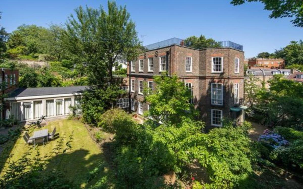 Шарль де Голль и его семья жили в особняке в 1940-х годах, когда Францию оккупировала Германия