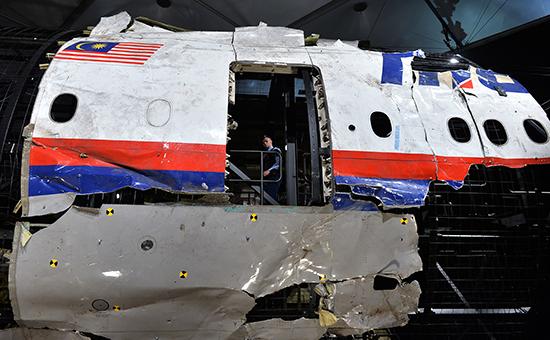 Фрагментылайнера Boeing 777 Malaysia Airlines (рейс MH17) на военной базе в Нидерландах