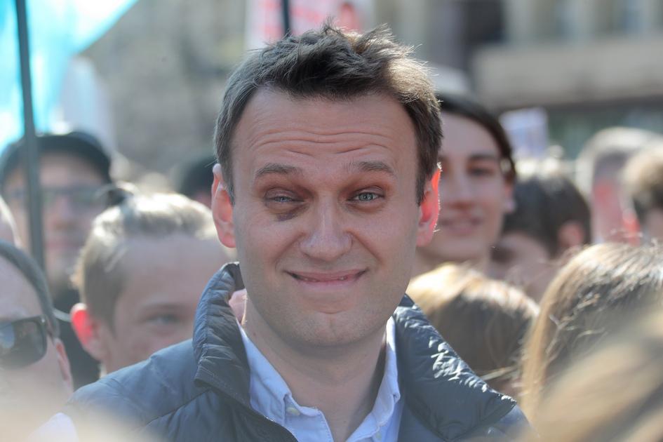 Основатель Фонда борьбы скоррупцией оппозиционер Алексей Навальный намитинге противсноса пятиэтажек изакона ореновации напроспекте Сахарова