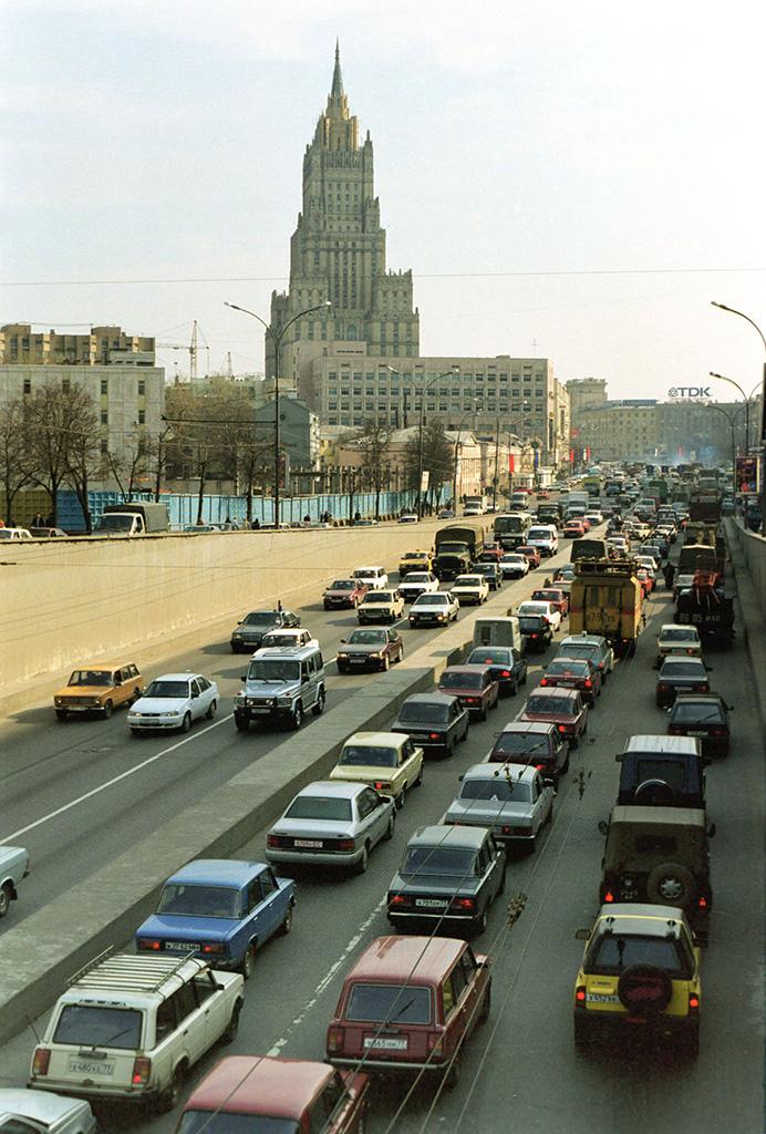 Садовое кольцо и здание МИД РФ в Москве. 1998 год