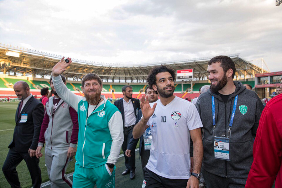 Слева направо: Рамзан Кадыров, Мохамед Салах и Магомед Даудов