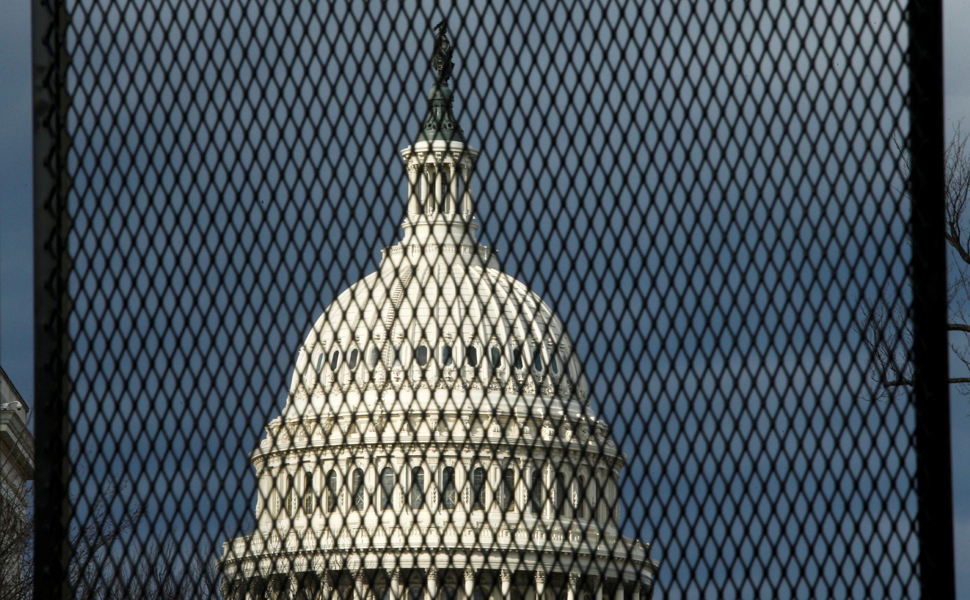 Конгресс США начал расследование провалов разведки при штурме Капитолия