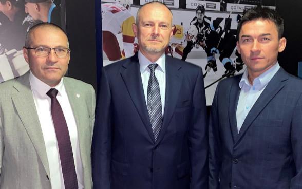 глава Федерации хоккея Белоруссии Дмитрий Басков (справа)