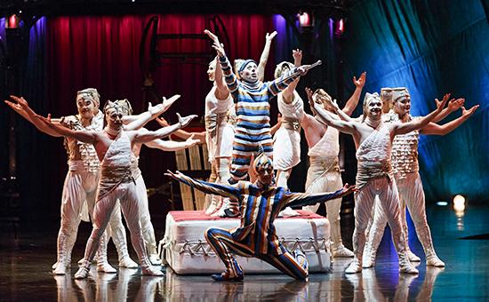 Выступление артистов Cirque Du Soleil
