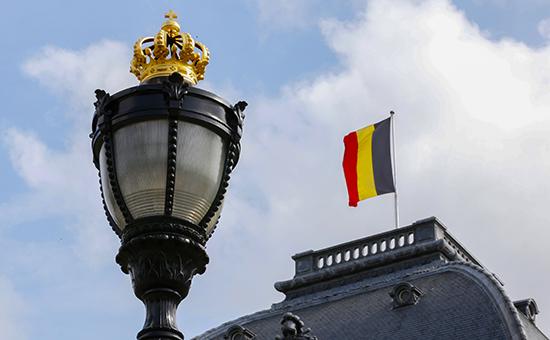 Флаг Бельгии над Королевским дворцом  Архивное фото