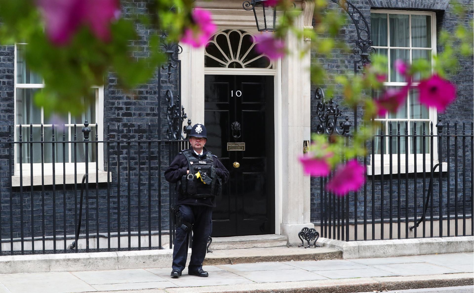 Полицейский у резиденции премьер-министра Британии
