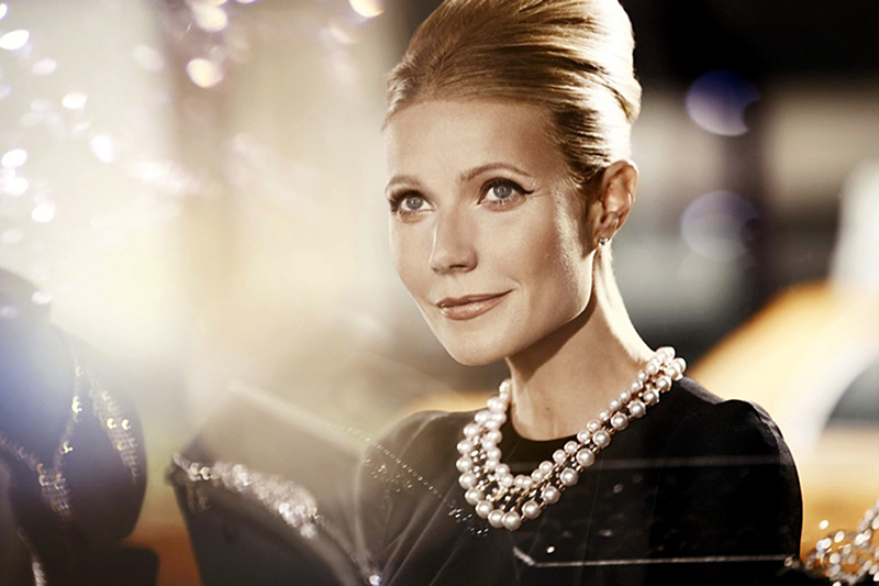В 2012 году Гвинет Пэлтроу продолжила традицию кинозвезд, заключавших рекламные контракты с Max Factor. Для фотосессии она примерила на себя образ Одри Хепберн
