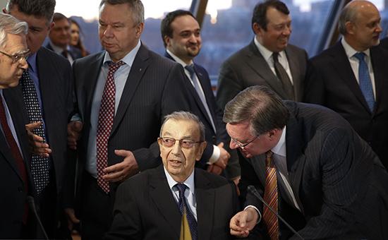 Председатель правления «Меркурий клуба», академик РАН Евгений Примаков (в центре на первом плане)