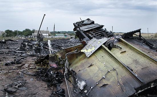 На месте крушения самолета Boeing 777. 18 июля 2014 года