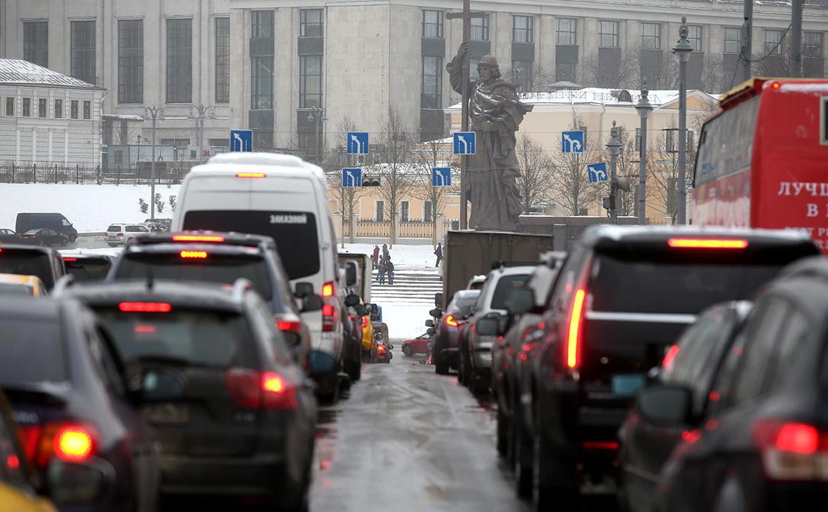 Москвичей предупредили о раннем часе пик на дорогах в пятницу