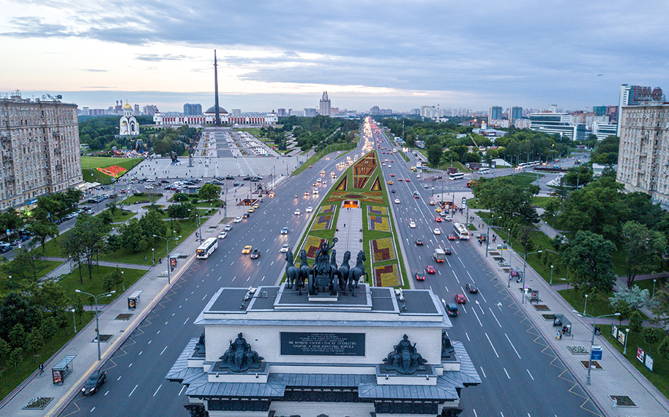Вид на Кутузовский проспект и Поклонную гору